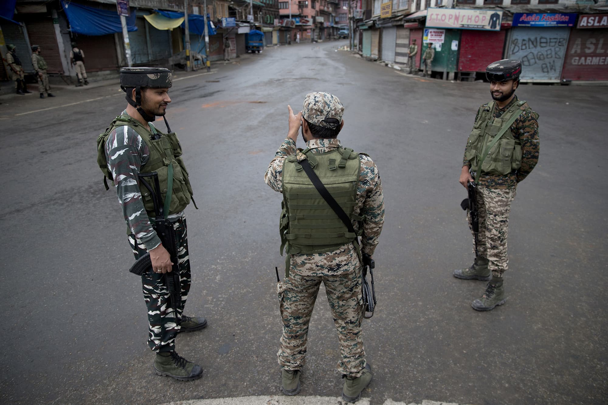 Indian paramilitary soldiers stand guard during curfew in Srinagar, Indian-occupied Kashmir. ─ AP