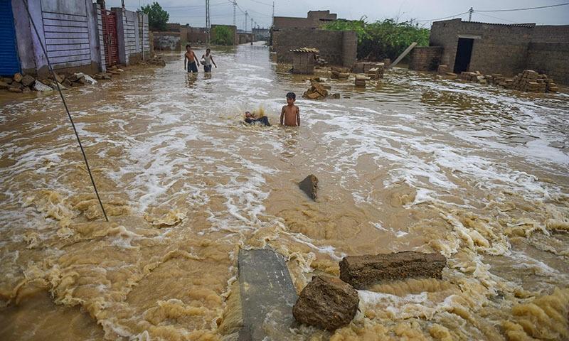 شہر کے تمام نشیبی علاقیں زیر آب آگئے—تصویر: اے ایف پی