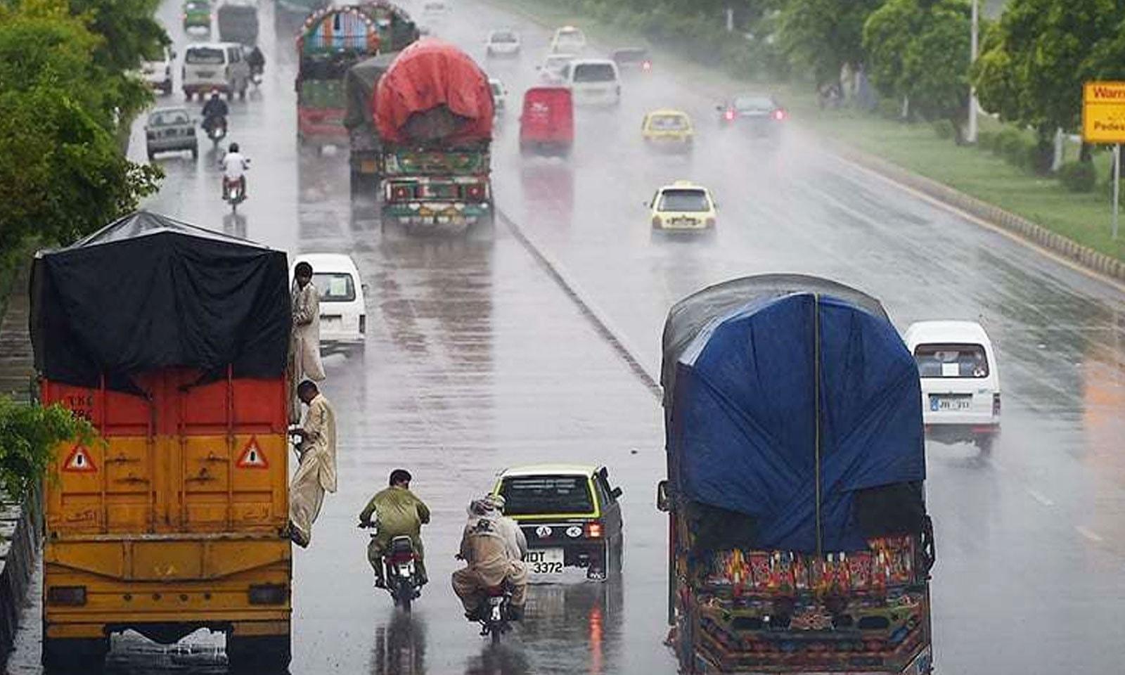 شدید بارشیں 11 اگست تک جاری رہیں—فوٹو: اے ایف پی