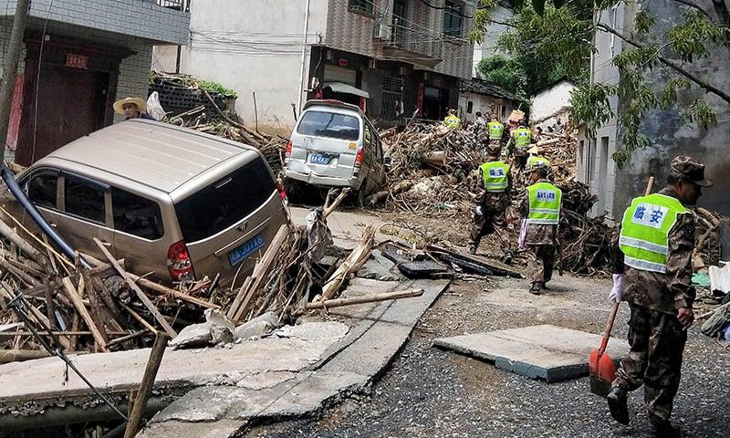 طاقتور سمندری طوفان سے تقریباً 600 مکانات مکمل طور پر تباہ ہو گئے — فوٹو: اے ایف پی