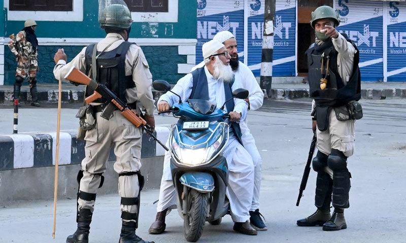 مقبوضہ وادی بڑے پیمانے پر فوجی جیل میں تبدیل ہوچکی ہے، ڈاکٹر فیصل — فوٹو: اے ایف پی