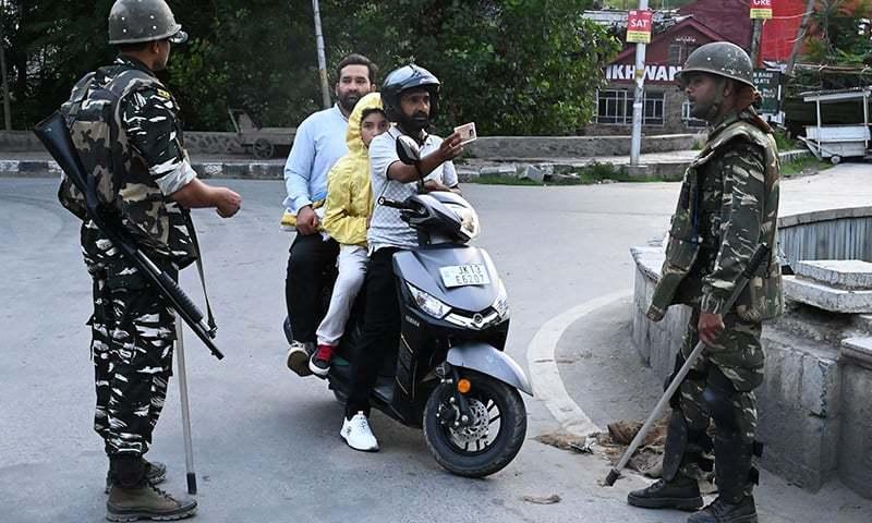 مقبوضہ کشمیر میں کرفیو کے نفاذ کو 9 روز گزر گئے—فوٹو:اے ایف پی