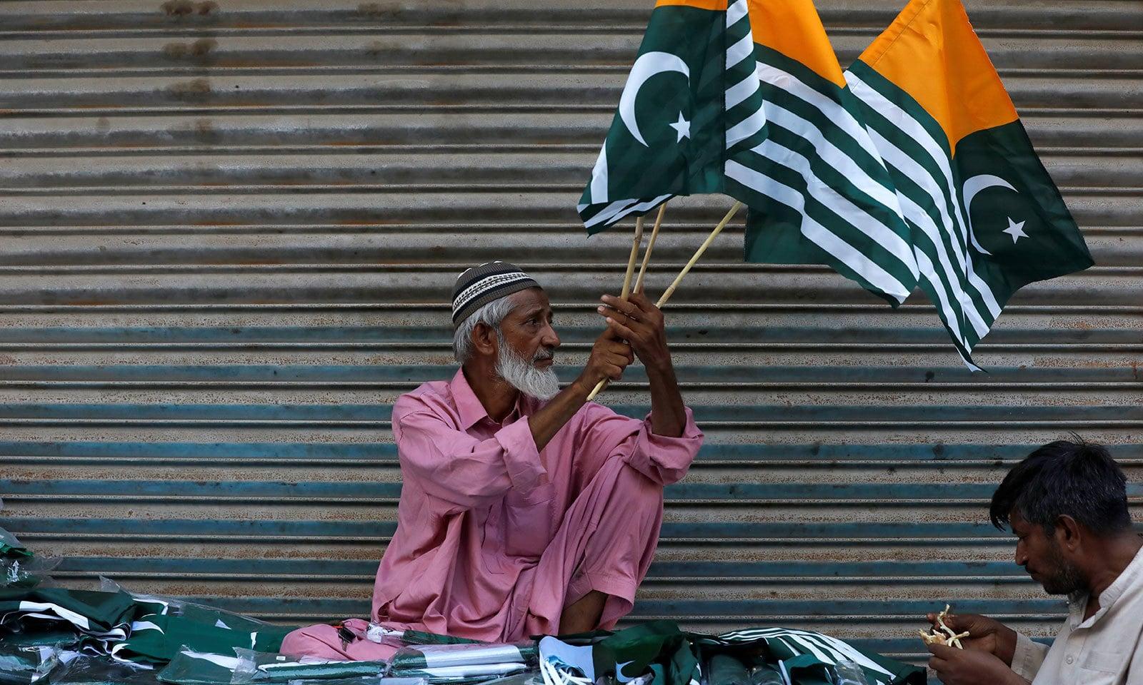 حکومت پاکستان نے یوم آزادی کو یوم یک جہتی کشمیر کے طور پر منانے کا اعلان کیا ہے—فوٹو:رائٹرز