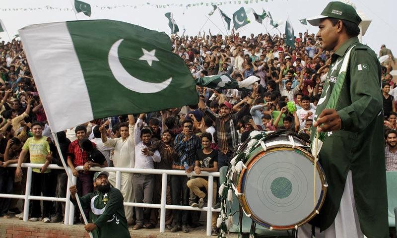 پرچم کشائی کی مرکزی تقریب اسلام آباد کے کنونشن سینٹر میں منقعد ہوئی — فوٹو: اے پی