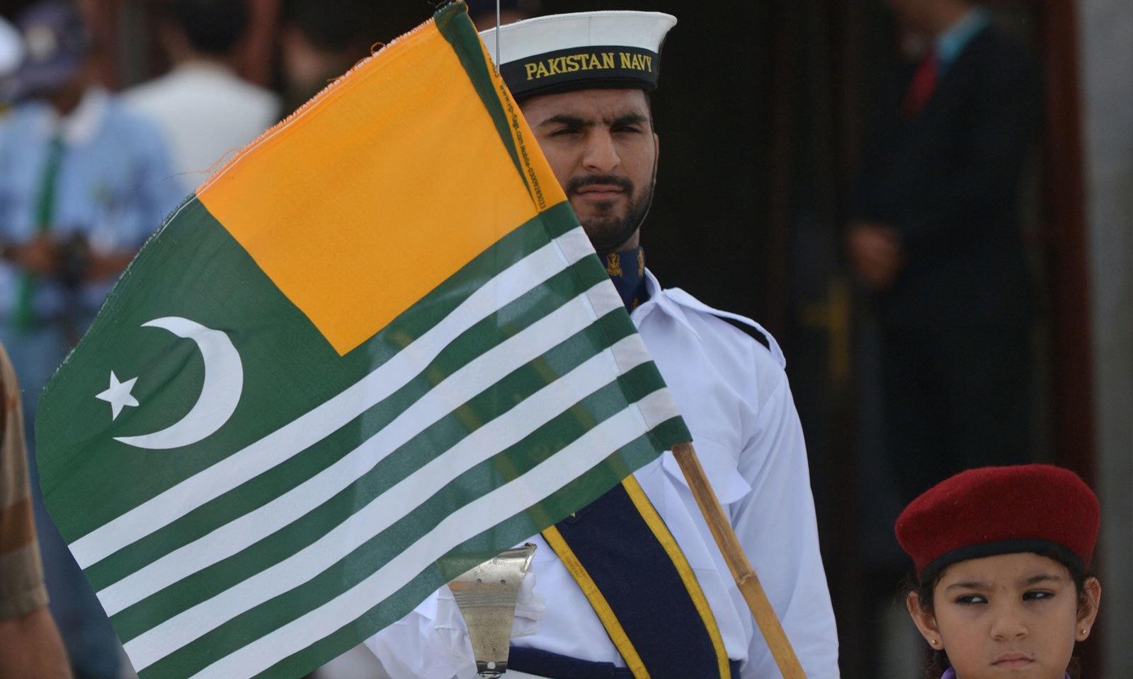یوم آزادی کو یوم یکجہتی کشمیر کے طور پر منایا گیا — فوٹو: اے ایف  پی
