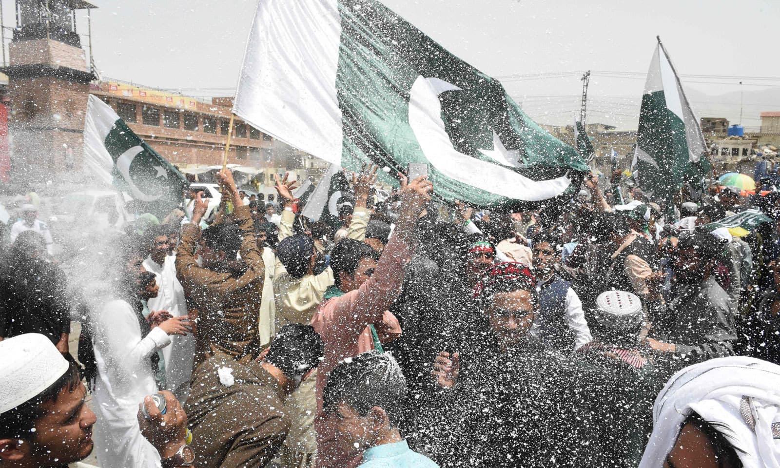 قوم نے 73 واں یوم آزادی جوش و خروش سے منایا — فوٹو: اے ایف  پی