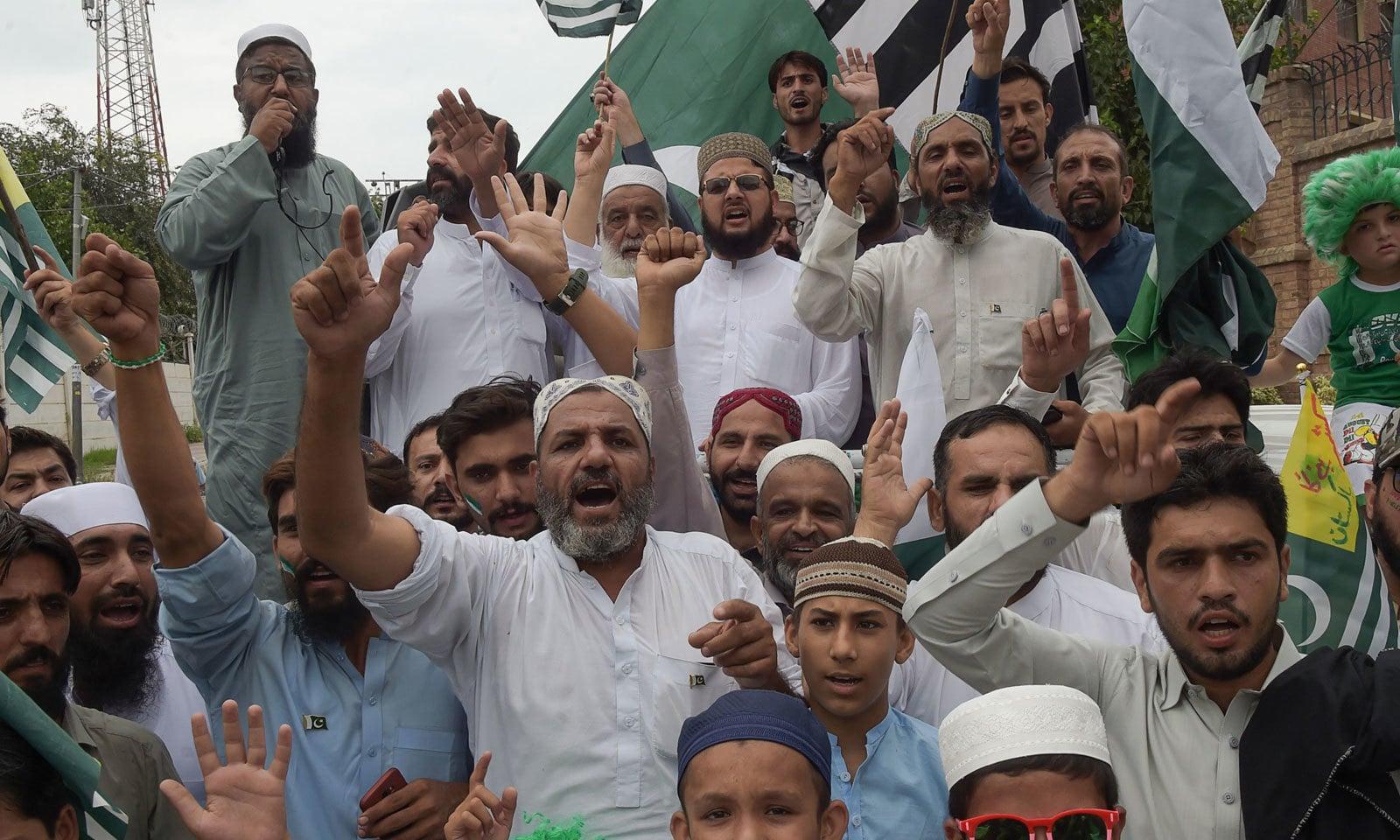 ملک کے مختلف شہروں میں یوم آزادی پر  تقریبات کا انعقاد کیا گیا -— فوٹو: اے ایف  پی