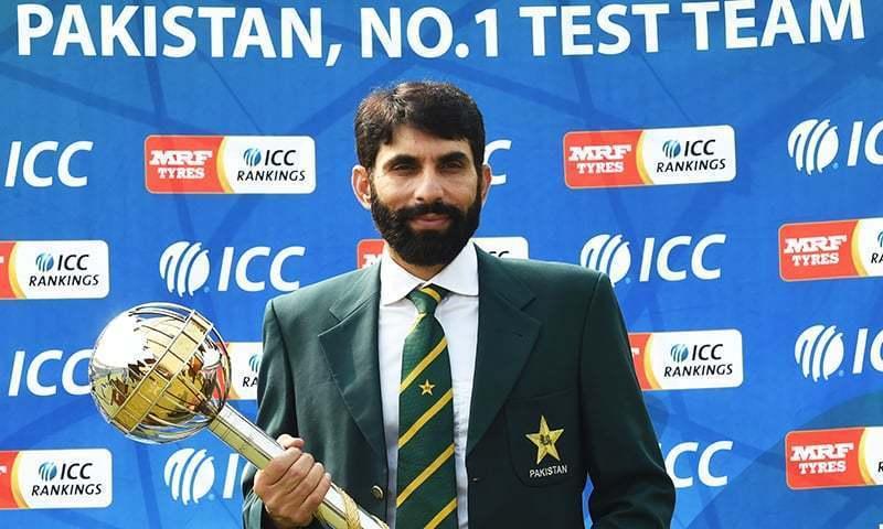 مصباح الحق کی زیر قیادت 2016 میں پاکستانی ٹیم نے ٹیسٹ کی نمبر ایک ٹیم بننے کا اعزاز حاصل کیا تھا— فائل فوٹو: اے ایف پی
