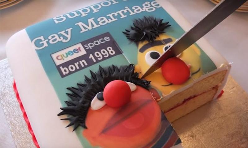 بیکری نے ہم جنس پرستوں کی شادی کی حمایت میں جملہ لکھنے سے انکار کردیا تھا—فوٹو: بشکریہ دی گارجین