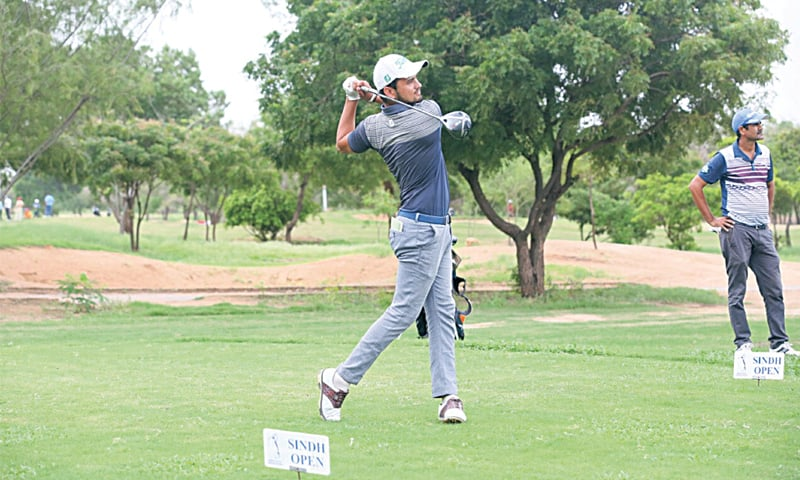 KARACHI: Ahmed Baig competes during the first round of the Sindh Open on Friday.