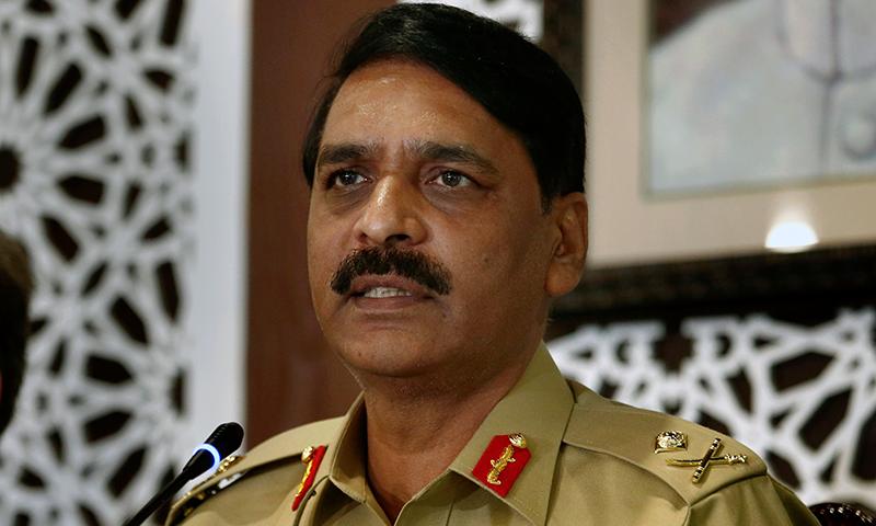 ڈی جی آئی ایس پی آر کا کہنا تھا کہ بھارت نے ہماری سرحدوں کی خلاف ورزی کی تو اسے سرپرائز دیں گے — فوٹو: اے پی