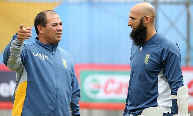 رسل ڈومنگو 2013 سے 2017 تک جنوبی افریقی ٹیم کی کوچنگ بھی کر چکے ہیں— فائل فوٹو: اے ایف پی