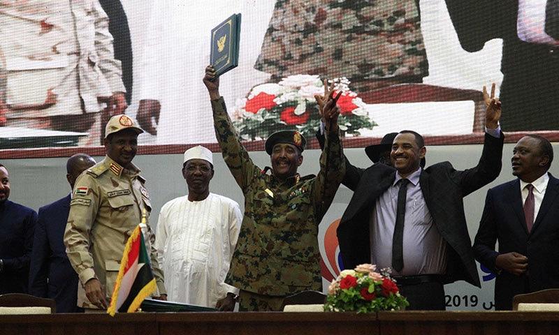 سوڈان کی فوجی کونسل اور اپوزیشن کے درمیان 5 جولائی 2019 کو معاہدہ طے پایا تھا—فوٹو:اے ایف پی