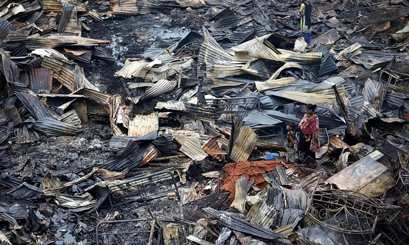 10,000 homeless after fire sweeps through Bangladesh slum