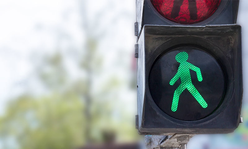 ملک بھر کی سڑکوں پر جدید ڈیجیٹل سسٹم نصب کرنا ناگزیر بن چکا ہے—فوٹو: شٹر اسٹاک