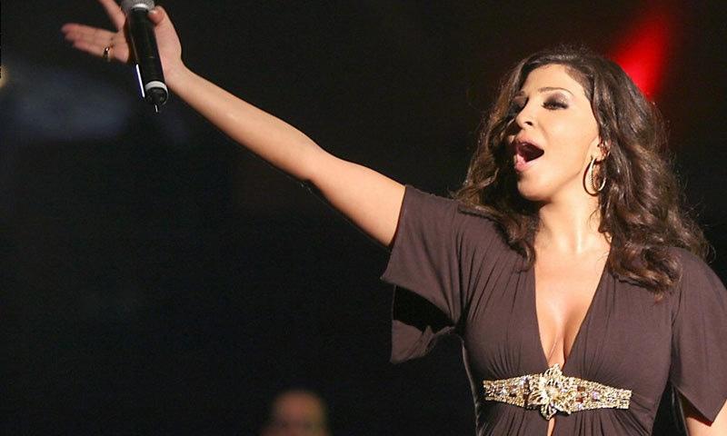 گلوکارہ کو ساتھی فنکاروں نے فیصلہ واپس لینے کی اپیل کردی—فوٹو: ٹوئٹر