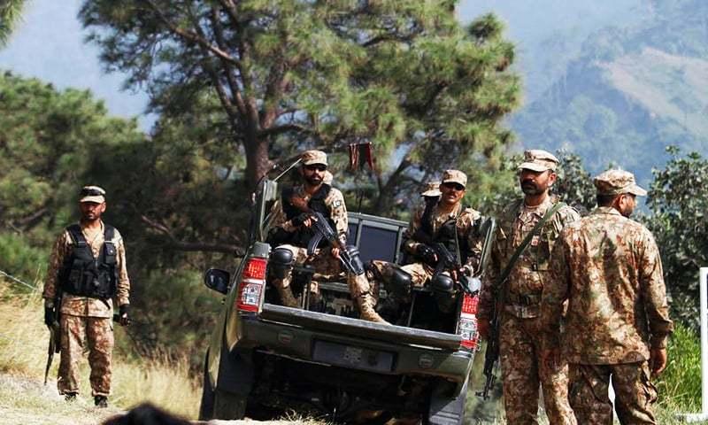 پاک فوج نے جوابی کارروائی میں بھارت کے 2 بنکرز بھی تباہ کردیے—فائل فوٹو: اے پی