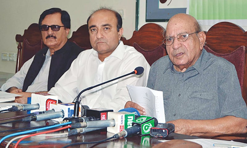 QUETTA: Human Rights Commission of Pakistan information secretary I.A Rehman addresses a press conference at the press club on Thursday.—PPI