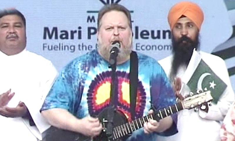 بھارت مقبوضہ وادی کے حقوق پر قبضہ کررہا ہے،امریکی گلوکار—فوٹو: ڈان نیوز