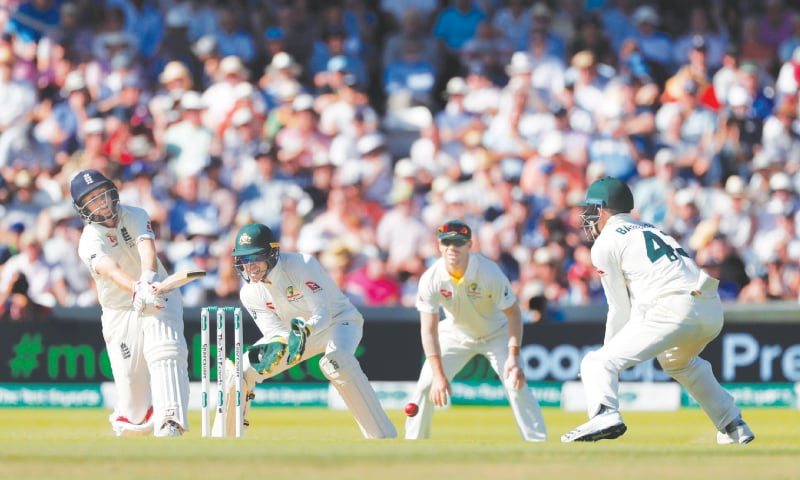 Stubborn Root, Denly hold up Australia's victory charge