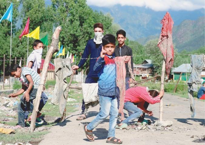 Young Kashmiris block the entrance of a neighbourhood in Srinagar, August 19, 2019   Reuters/Danish Ismail