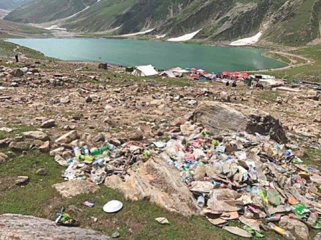 Trash left over by tourists at Lake Saiful Muluk | Photos provided by the writer