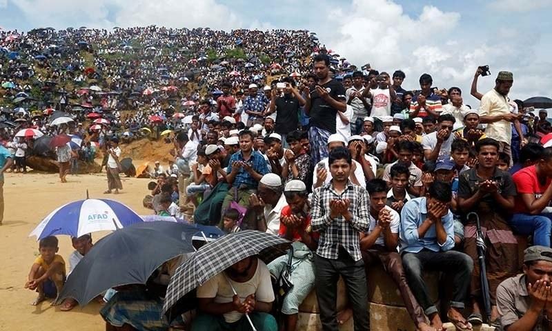 2 لاکھ کے قریب روہنگیا مسلمانوں نے پرامن ریلی میں شرکت کی — فوٹو: رائٹرز