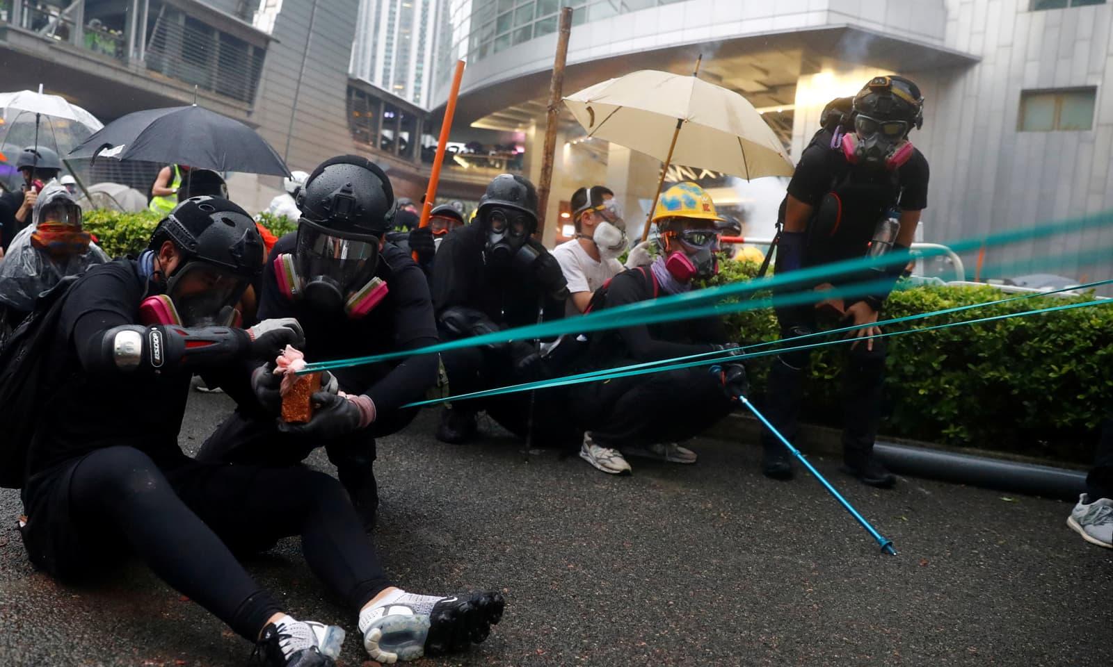 ہانگ کانگ کو املاک کی توڑ پھوڑ سمیت بھاری مالیت کا نقصان بھی اٹھانا پڑرہا ہے—رائٹرز