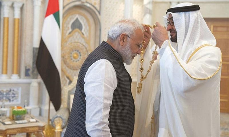 اماراتی ولی عہد نے مودی کو گلے لگایا اور کہ آپ اس ایوارڈ کے حق دار ہیں