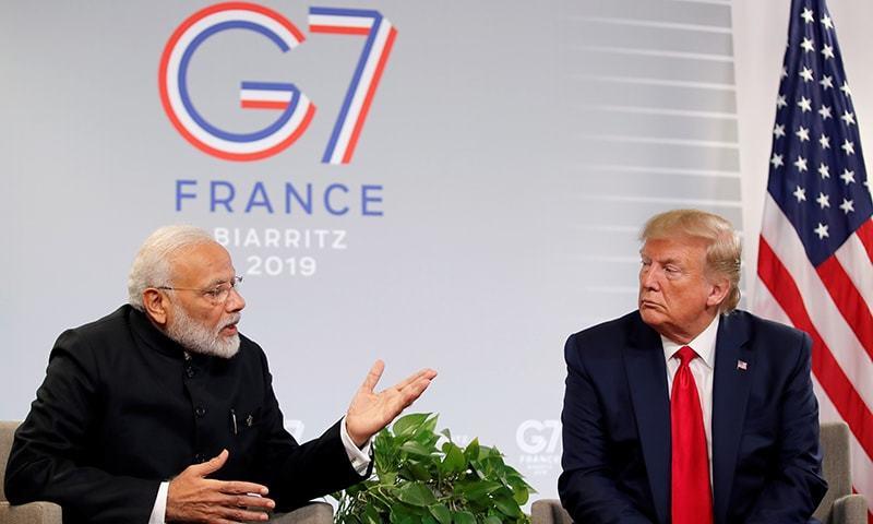 امریکی اور بھارتی سربراہان نے پیرس میں غیر رسمی ملاقات کی۔ — فوٹو: رائٹرز