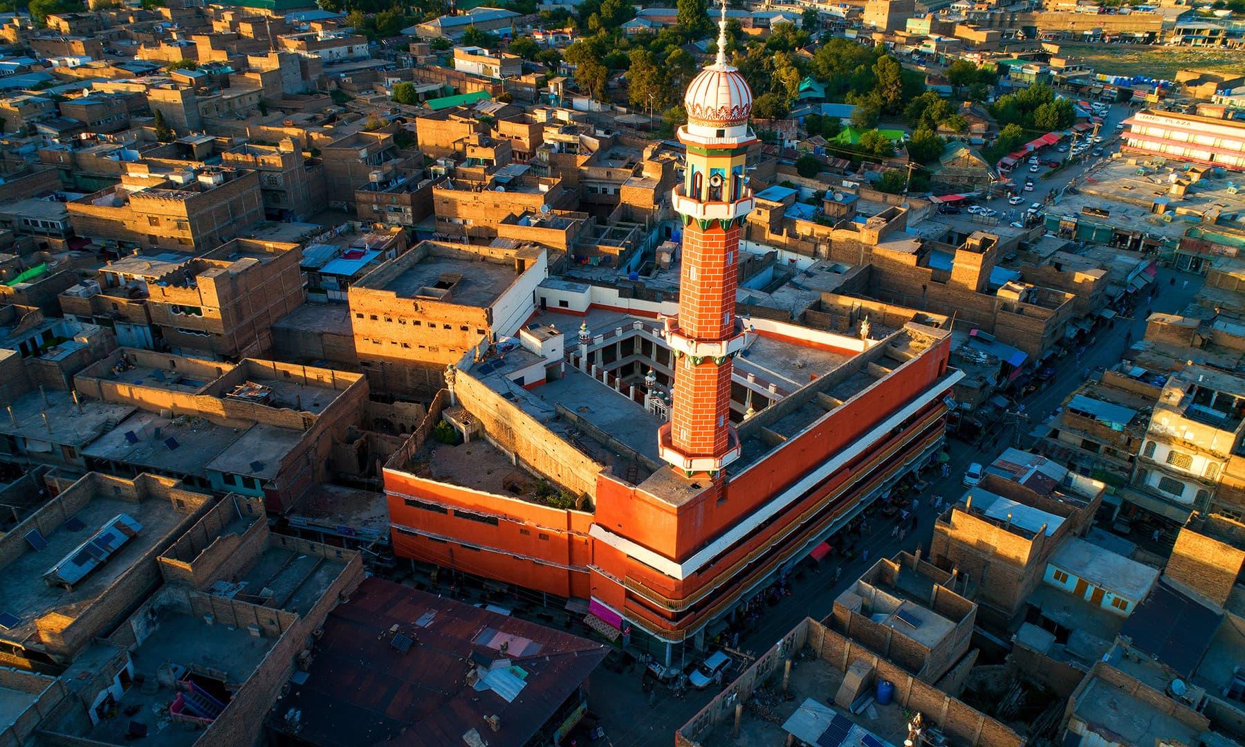 مسجد کا دالان پنجاب کی پرانی حویلیوں جیسا تھا۔ مجھے ایسا محسوس ہوتا تھا جیسے میں کسی پرانی حویلی کے دالان میں کھڑا ہوں