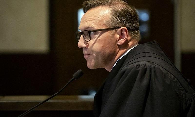 کلیولینڈ کے کاؤنٹی ڈسٹرکٹ جج تھاڈ بالکمن نے کمپنی کے خلاف فیصلہ سنایا — فوٹو: اے پی