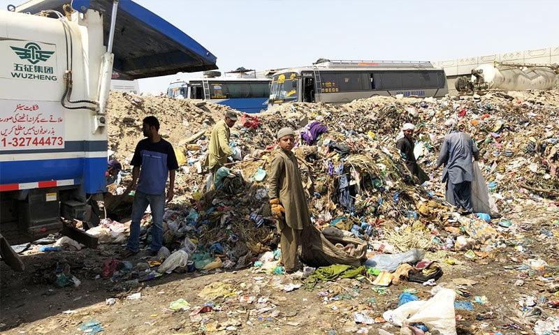 صرف کراچی میں یومیہ 10 ہزار ٹن کچرا پیدا ہوتا ہے—زوفین ابراہیم / ڈان