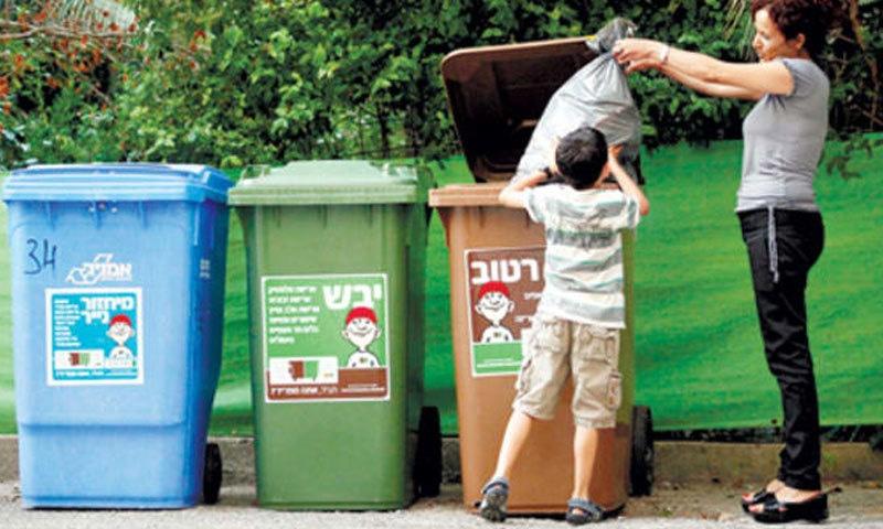 مغربی ممالک میں ہر طرح کے کچرے کے لیے الگ ڈسٹ بن ہوتے ہیں—فوٹو: شٹر اسٹاک