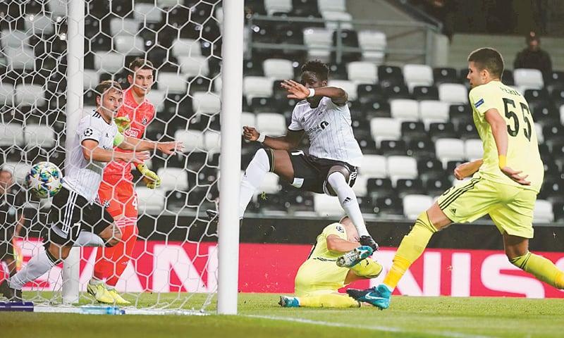 TRONDHEIM: Rosenborg's David Akintol (C) scores during the match against Dinamo Zagreb at the Lerkendal Stadion.—Reuters