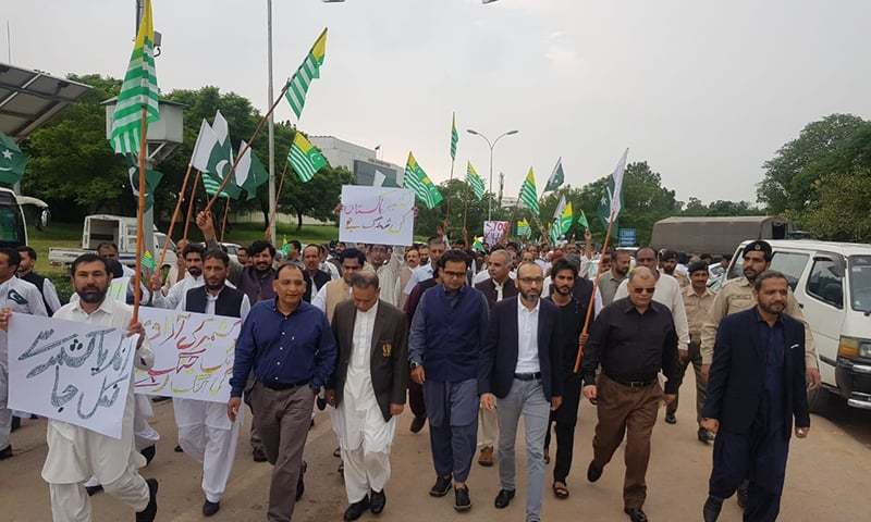 Nadra employees headed by Nadra chairman headed towards D-Chowk in Islamabad for Kashmir Hour. — Photo courtesy Nadra media cell