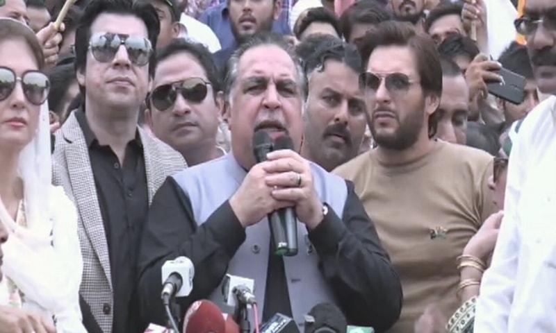 گورنر سندھ تقریب سے خطاب کر رہے ہیں — فوٹو: ڈان نیوز