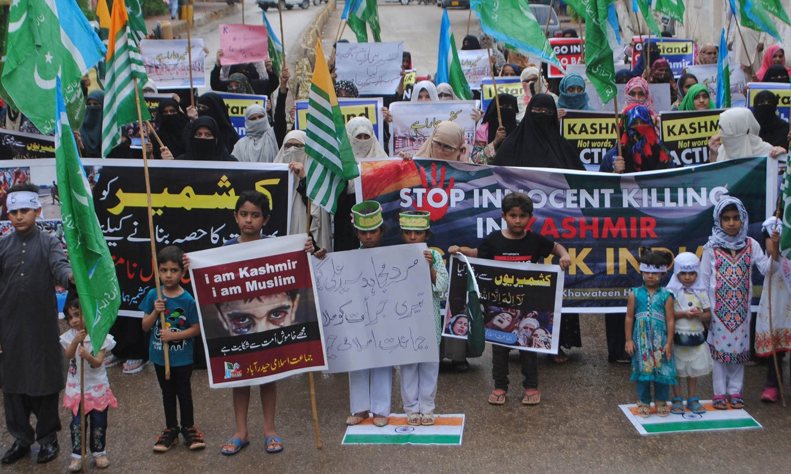 مقبوضہ کشمیر کے عوام سے اظہار یکجہتی کے لیے  دن 12 سے ساڑھے 12 بجے  تک  کشمیر آورمنایا گیا — فوٹو: اے پی