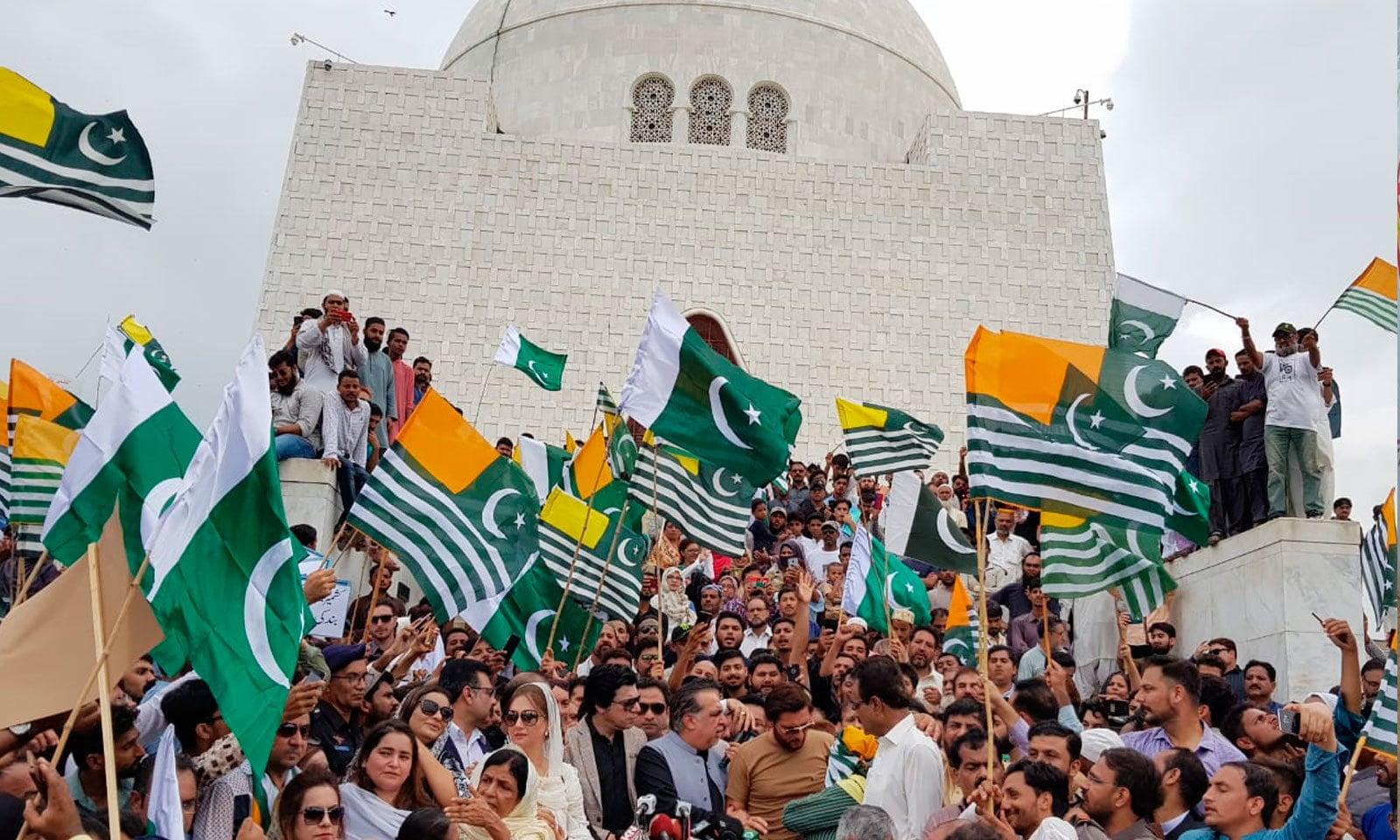 کراچی میں مزار قائد پر کشمیر آور کی مرکزی تقریب منعقد ہوئی — فوٹو: پی ٹی آئی ٹوئٹر