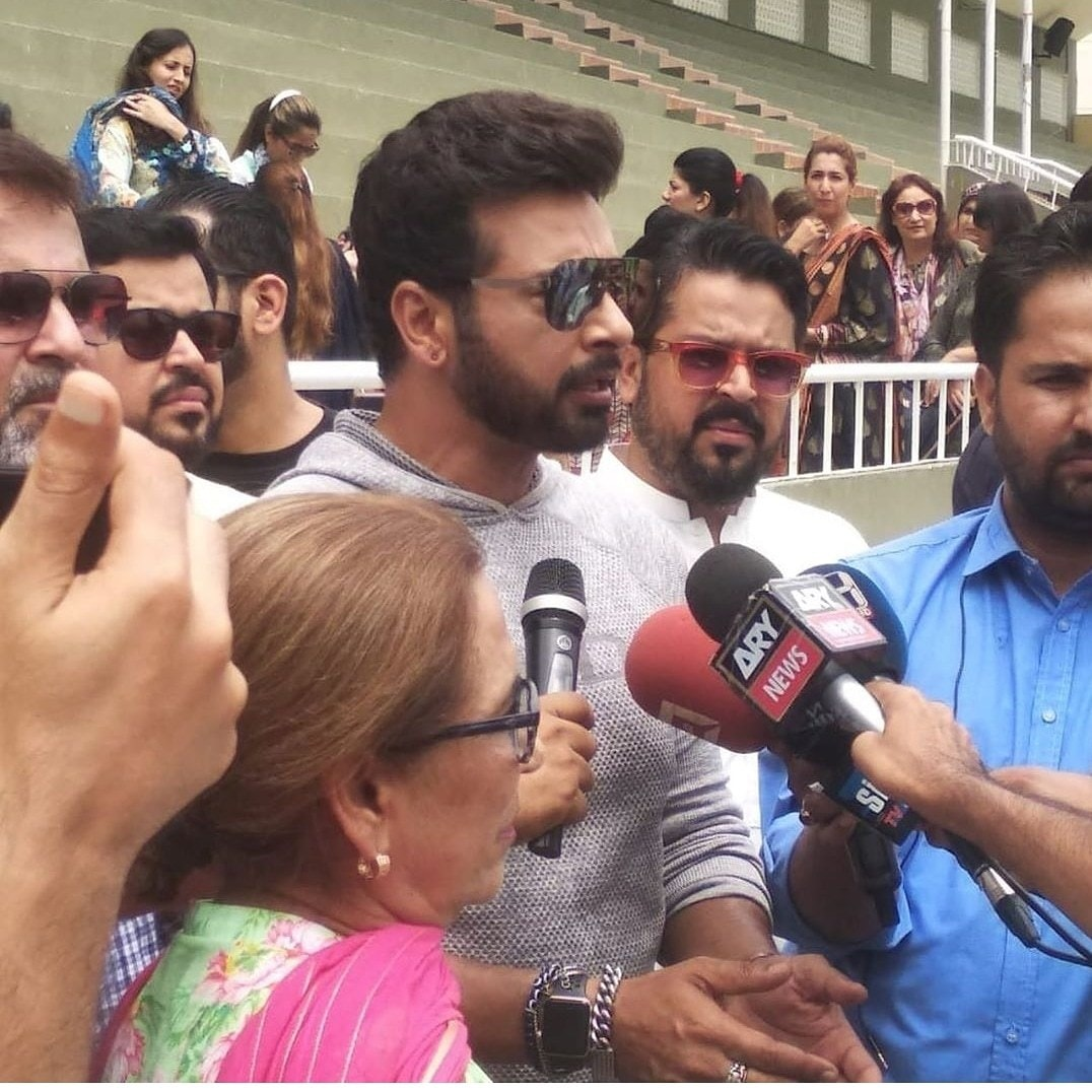 foto de Here's every celeb who came out to show solidarity for Imran Khan's Kashmir Hour Celebrity