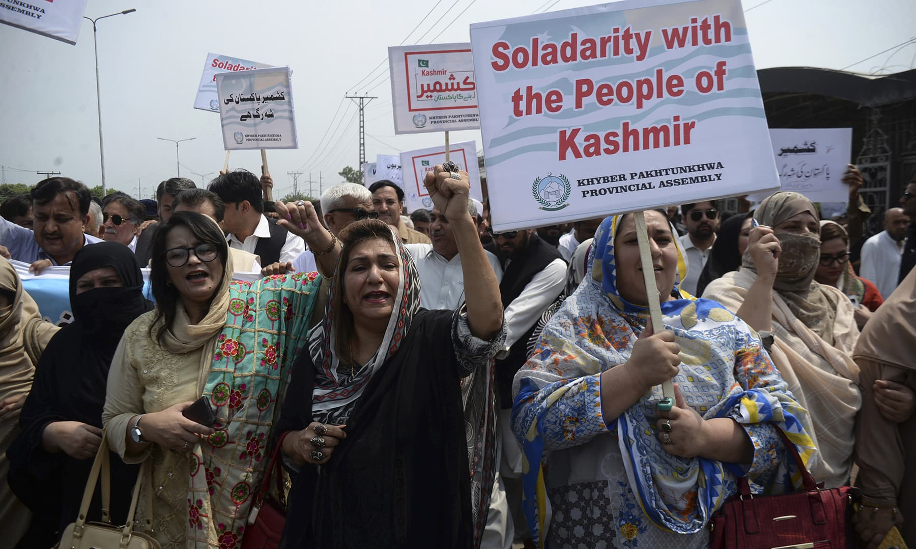 Lawmakers rally for Indian-occupied Kashmiris in Peshawar. — AP