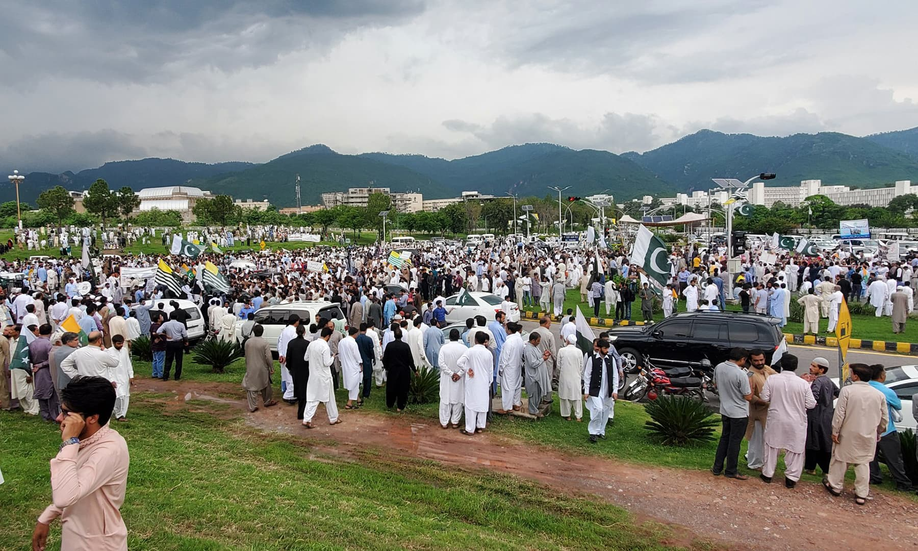 People gather in Islamabad to show support for the people of occupied Kashmir. — Photo courtesy: PTI Twitter