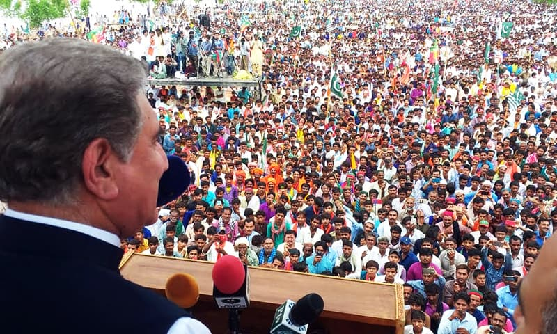 FM Qureshi addressing a gathering on Aug 31, hosted by the Hindu community to express solidarity with the Kashmiri people. — Hainf Samoon