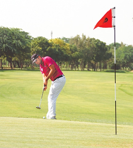 KARACHI: Hamza Amin attempts to sink a putt during the third round of the CNS Open Golf Championship at the Karachi Golf Club on Saturday.