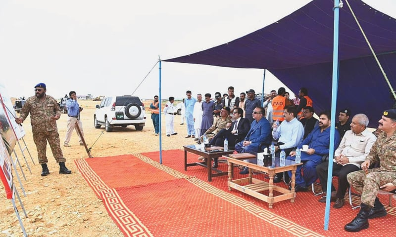 Federal Minister for Planning Khusro Bakhtiar, Sindh Chief Minister Syed Murad Ali Shah, Governor Imran Ismail and others listen to a briefing on K-IV project at Keenjhar Lake on Monday. —APP