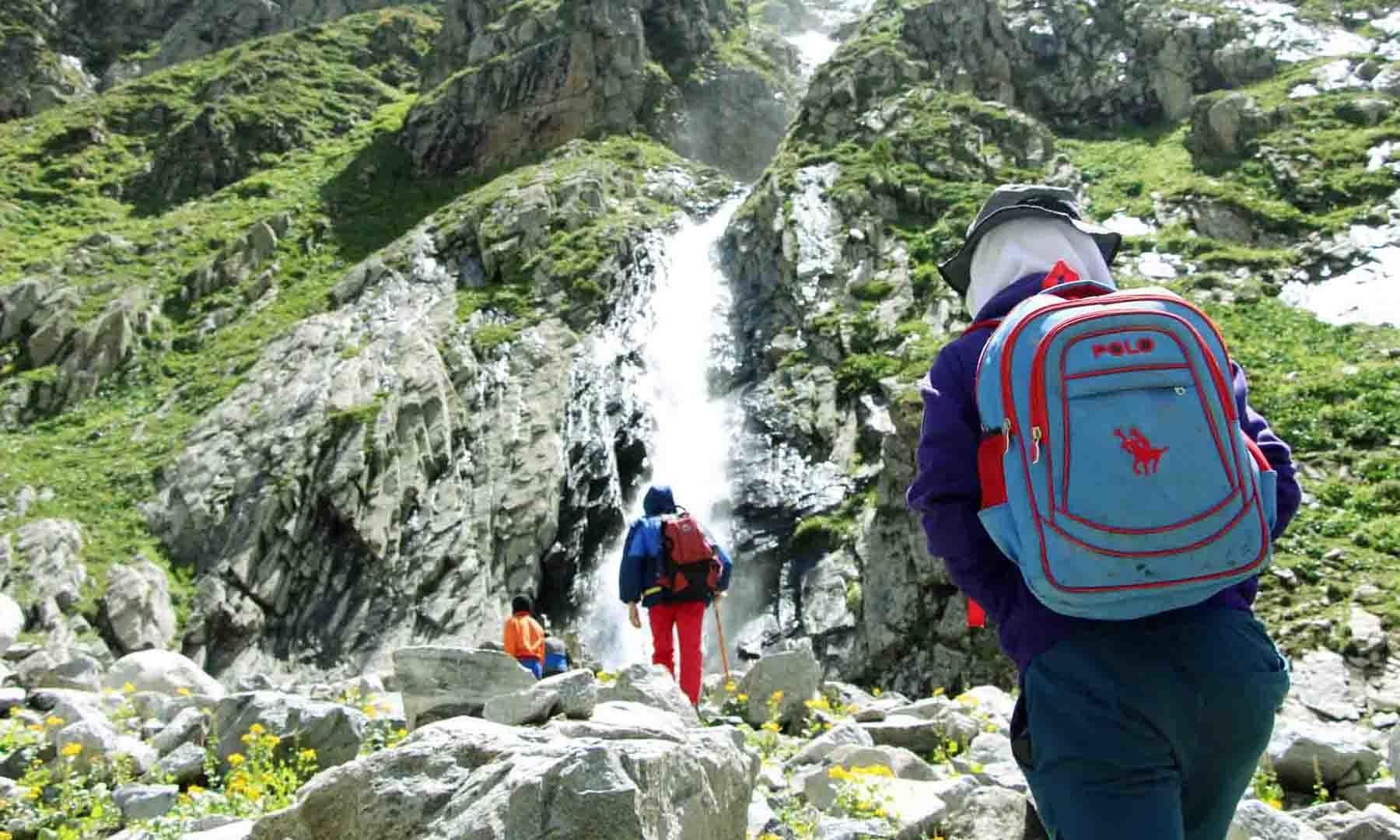 مستیج آبشار کا ایک اور منظر