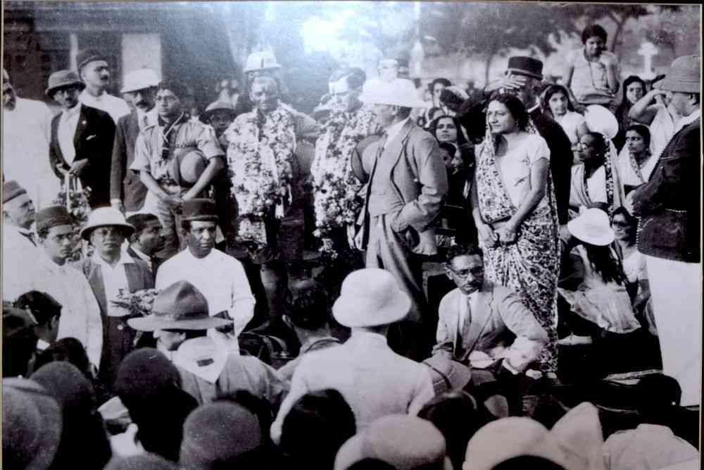 Sztavjanik and Davar in Bombay.