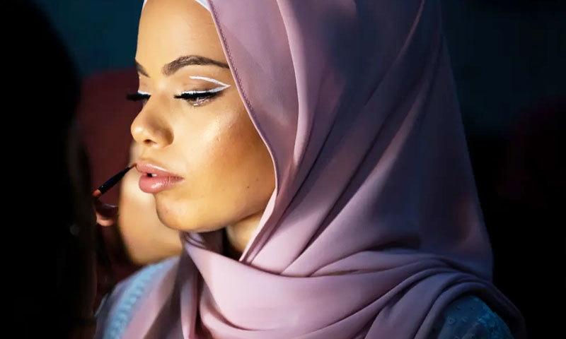 کئی ممالک میں ایسے فیشن ویک کو اسلامی فیشن ویک بھی کہا جاتا ہے —فوٹو: دی گارجین