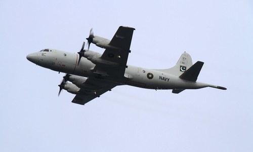 پی این ایس قاسم میں یوم بحریہ کی تقریب میں پی تھری سی اورین ایئر کرافٹ پرواز کررہا ہے — فوٹو: بشکریہ پاک بحریہ