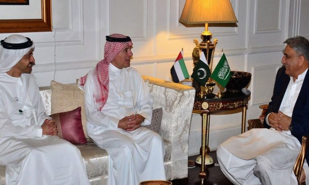Saudi Minister of State for Foreign Affairs Adel Ahmed Al Jubeir and UAE Foreign Minister Sheikh Abdullah Bin Zayed Al Nahyan with Chief of the Army Staff General Qamar Javed Bajwa in Rawalpindi. — Photo courtesy Radio Pakistan/File